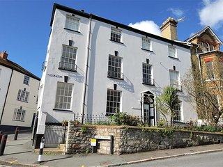 Grade 2 listed Georgian House in the centre of Lyme Regis (2 mins from Beach)