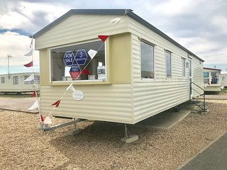 3 Bed, 8 Berth mobile home. 3 Bedrooms 1 Bathroom. Ref 29066