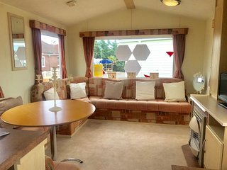 3 Bed, 8 Berth mobile home. 3 Bedrooms 1 Bathroom. Ref 29066