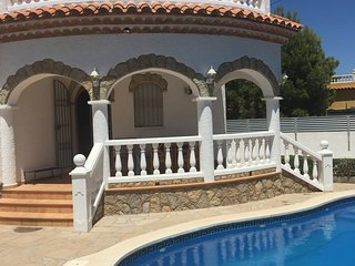 Villa with pool near the sea quiet road close to all facilities