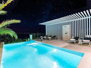 Luxury Villa Luna with Swimming Pool