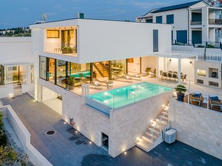 Luxury Villa Soleil with Swimming Pool
