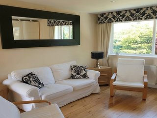 Entire 2 Bed good value with Great Views