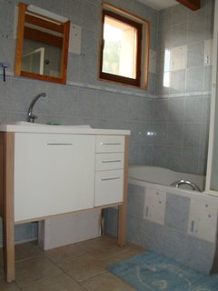 Salle de bain / WC avec baignoire