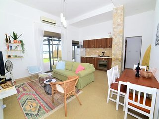 NINO on the beach- 2Bdrm garden apartment