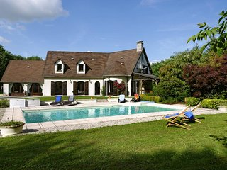 large villa, private heated pool, big garden, quiet setting, lots of space