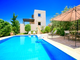 Myrsini Traditional Villa with private swimming pool
