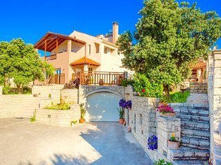 Luxury Villa Korini with private swimming pool