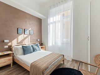 Large and colorful 4 bed flat-Termini Station