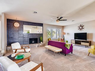 Mid-Century Modern Retreat, 5 minutes to Strip!