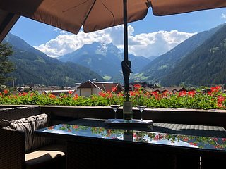 Fantastic Central Penthouse Apartment, holiday rental in Mayrhofen