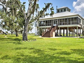 NEW Slidell Home w/Fishing Pier-15 Min to Old Town