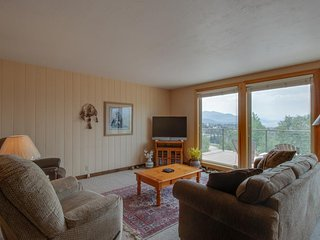 NEW LISTING! Cozy family home with stunning mountain views and private hot tub