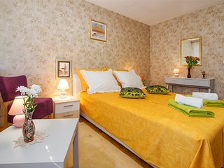 Luxury 4**** apartment with balcony 10mins to oldtown