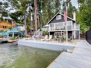 NEW LISTING! Lakefront, w/ private dock, deck & patio
