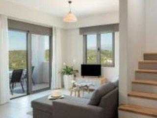 Dempla Heights Villas - Villa Selita with Sea Views, alquiler vacacional en Tavronitis