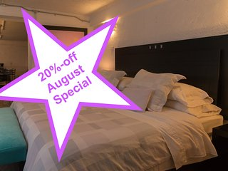 The Basement Suite, ideal couples, near the WTC, 20%-off August Special