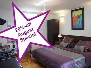 Single's Studio, 1 or 2 persons, near the WTC, 20%-off August Special