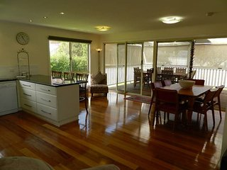 EARLE COTTAGE   -  Port Fairy