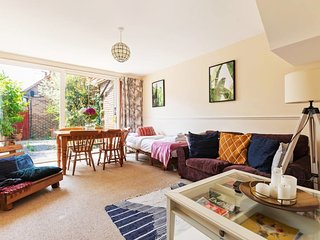 3 Bed 3 Bath House 8 min to West End/2 min to Tube