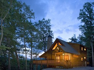 Aska Adventure Outpost ~ Family-Friendly ~ Mountain/River Views