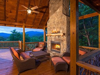Bella Vista Lodge ~ Romantically Secluded ~ Mountain Views ~ Near Park
