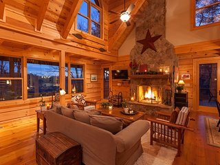 Private Family-Friendly Hidden Valley Lodge w/ Outdoor Fireplace
