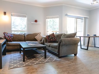 Modern upscale condo minutes from downtown. Washer and dryer in the unit.
