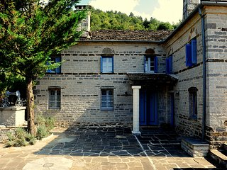 VILLA ZAGORI / THE BLUE HOUSE
