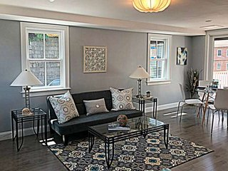 Harborside's Neighbor: smart condo, 1min walk to restaurants & marinas, 5 min wa