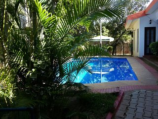 Tucked away  bungalow Family Friendly Family  with a Private Pool