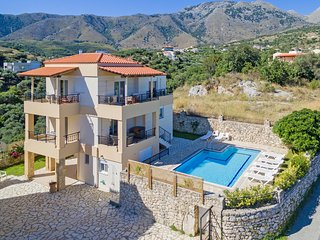Modern villa,Near Kournas lake,Near tavern,5min to Beach,8 guests,Private Pool