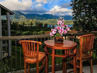 Remodeled,air-conditioned, Hanalei Bay view, world class resort setting!