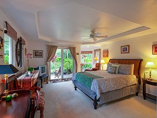 Villas of Kamalii 37-stately townhouse with AC, by golf, w/pool, BBQ, hot tub