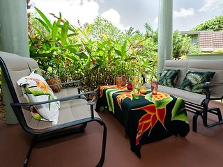 Puamana 25B-walk to Anini Beach, remodeled and updated, pool, free parking