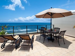Puu Poa 405: Ocean views & 2,000sf of living space. Private lanai and grill.