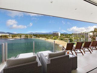 Amazing oceanfront property perched on the Kalapaki Cliff w AC!