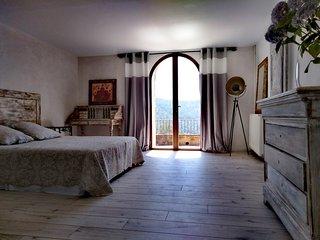 Chambre en suite avec piscine et vue panoramique