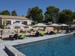 La Londe beau gite 45m2 marron 4* propriete agricole piscine climatisation wifi