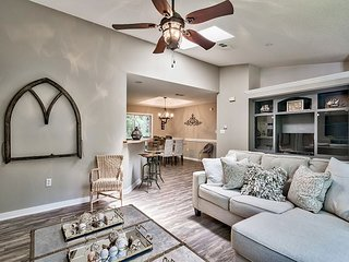 Newly Remodeled House in the Heart of Seagrove with private pool