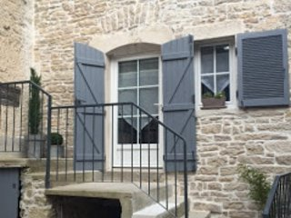 Detached house, 4 people in the heart of Meursault. Shops nearby.