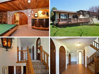 7 Bed Blue Mountain Cottage with  Hot Tub #1
