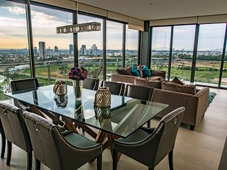 Torre Eleve -The Headquarters . Ultra Luxurious 3 Bedroom w/ 3.5 Bath - 5 STAR *