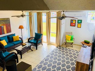 Tri-level 2 Bedroom Beach Villa, fully air-conditioned, WiFi, near Combate beach