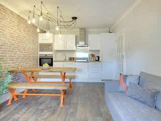 Urban Chic Apartment - Central Brighton - Sleeps up to 6 guests