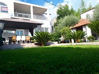 Villa Maris- exellent Beach&Pool apartment near Split