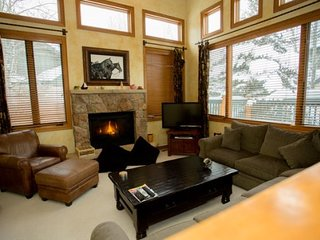 Beautiful Home Located 5 Minutes From Arrowhead Chair Lift