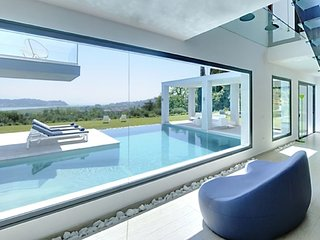 Spectacular 5-room villa 376 m2 on 2 levels. Spacious and bright, very beautiful