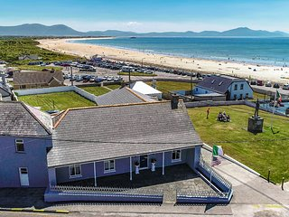 Ballyheigue Beach House. Panoramic views of the beach. 3 bedrooms, sleeps 10