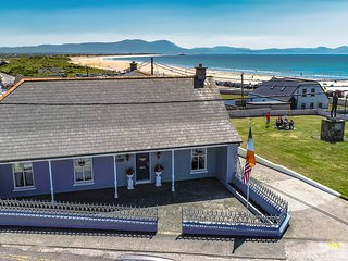 Top beach house in Ballyheigue. 100m to the beach. 4 bedrooms, sleeps 12
